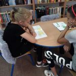 Wakacyjne chwile spędzone w bibliotece