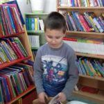 W bibliotece 01